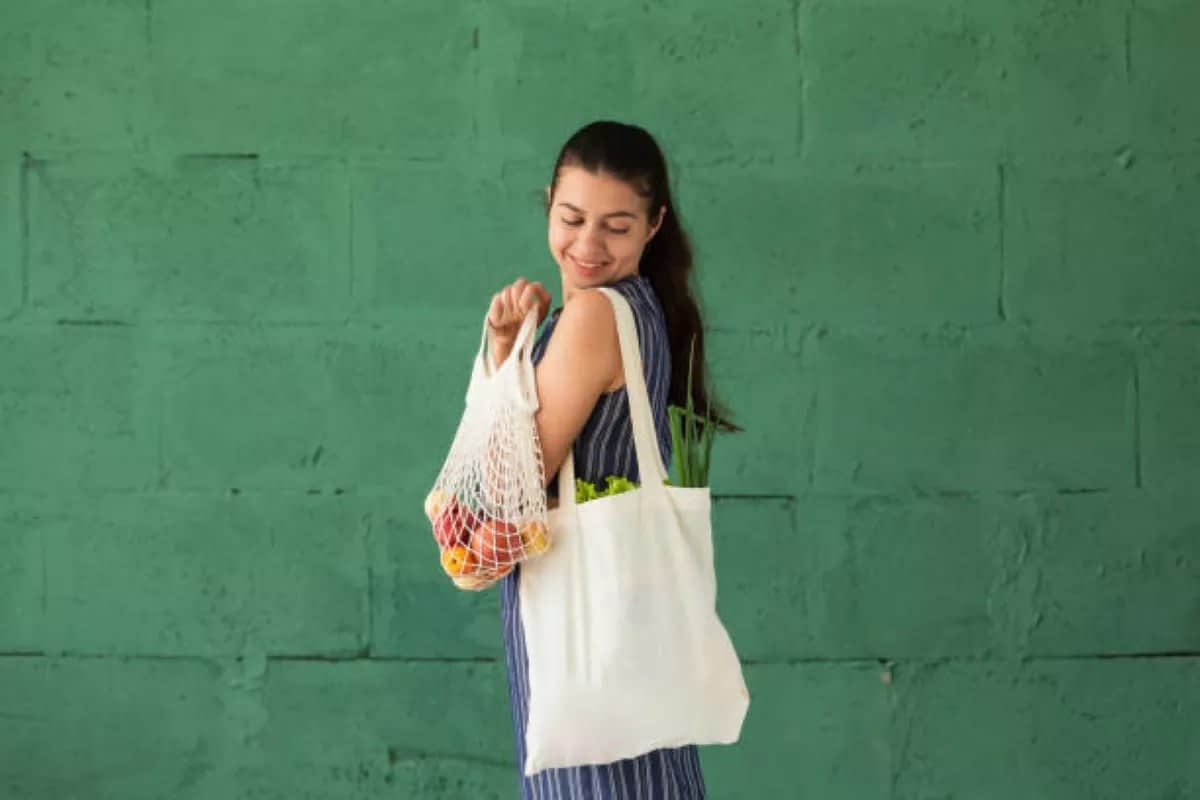 Carry your bags, Save money! Save the planet!