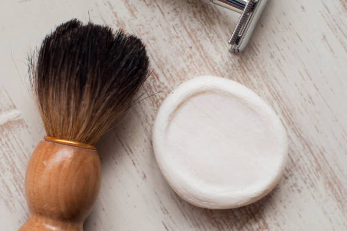 SUSTAINABILITY WITH WOODEN SAFETY RAZOR